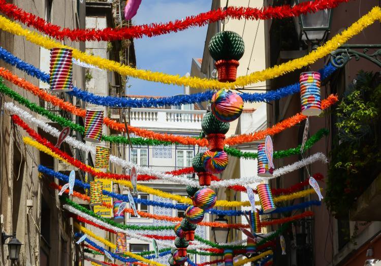 Resultado de imagem para Arraiais, Marchas Populares e Casamentos de Santo António animam Lisboa